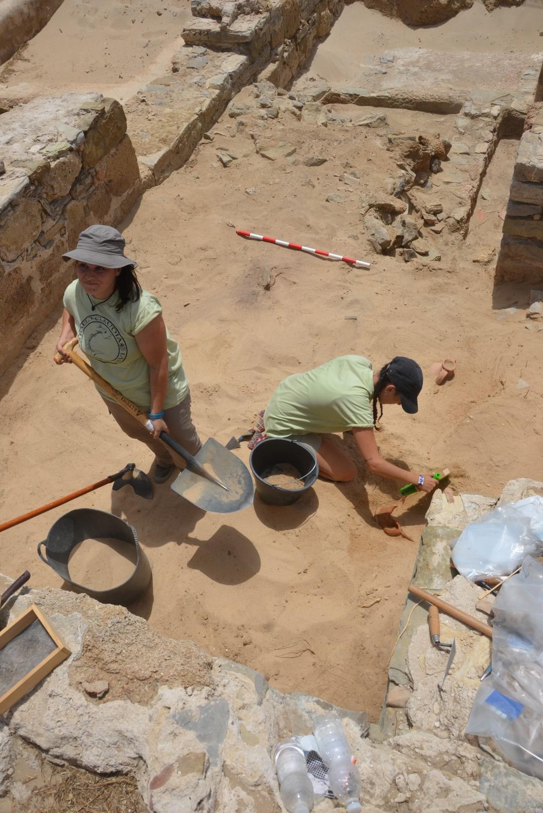 Figura 09. Arqueólogos en Baelo Claudia (2016)