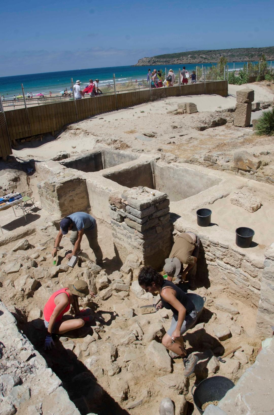 Arqueólogos en Baelo Claudia (2016)
