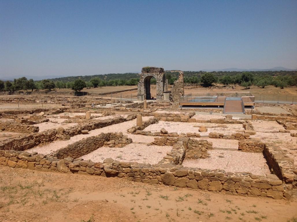 caparra-vista-general-del-arco-tetrapilo-arqueotrip