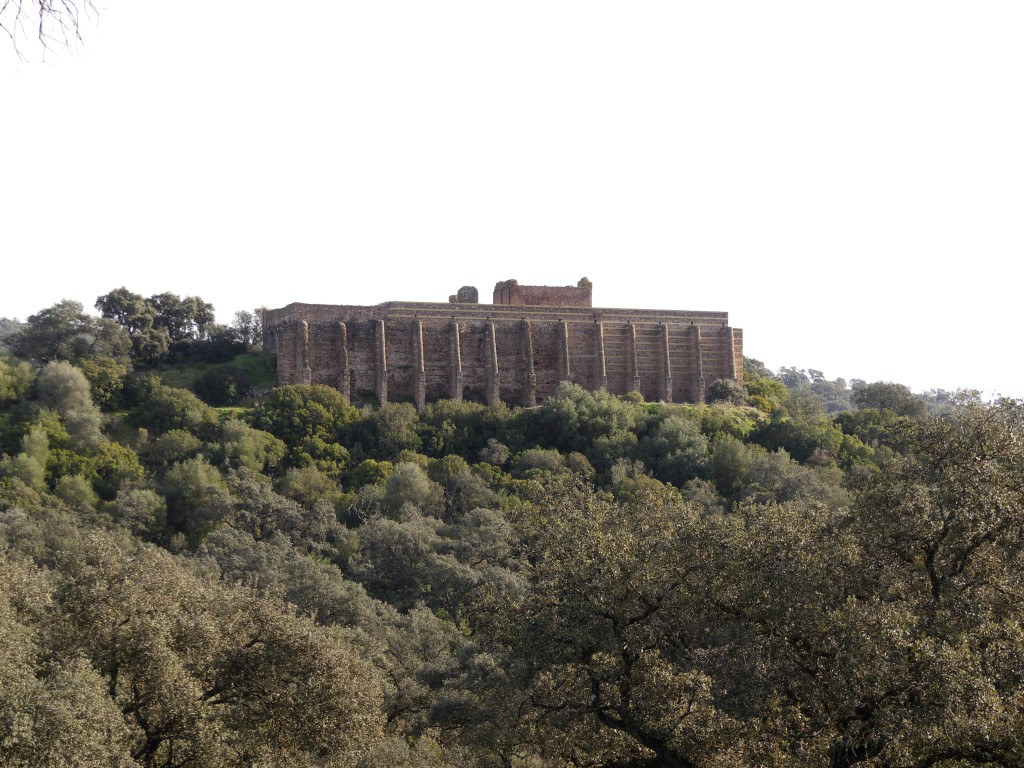 Cruzamos el sur de Badajoz y la Sierra Norte de Sevilla en una ruta de turismo arqueológico y de naturaleza que todo viajero debe hacer