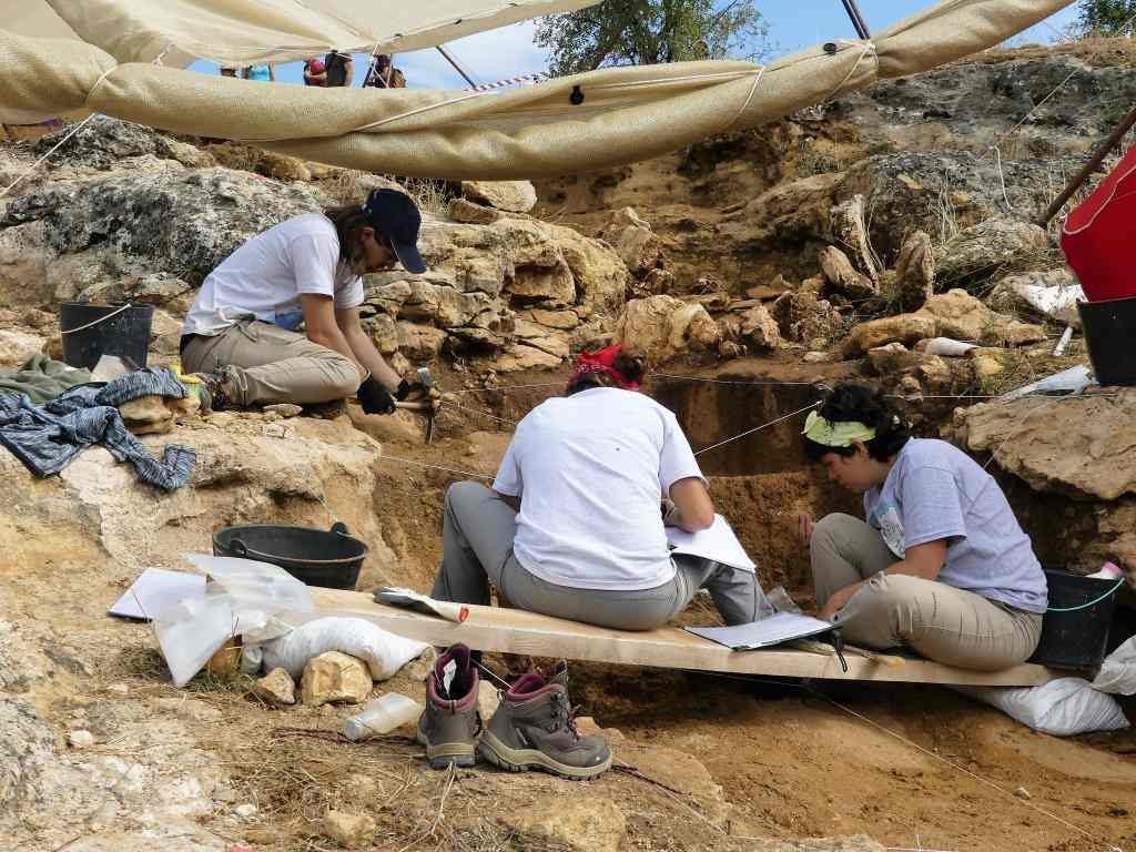 Valle de los Neandertales ArqueoTrip 05