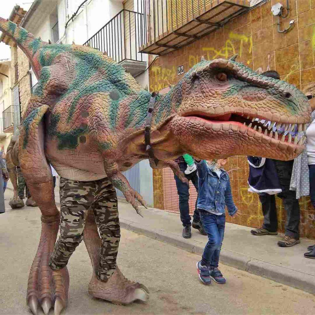 Dinosaurios en Vivo y los primeros pobladores en Tírig