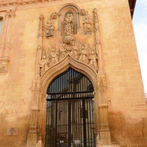 Fachada monumental del Hospital Real de Xátiva