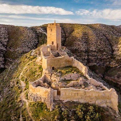 Castillo de Cadrete en primavera