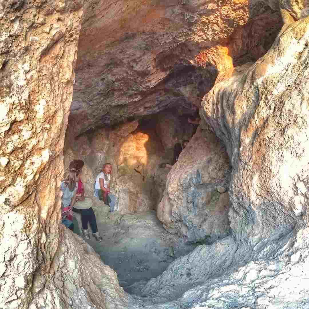 Santuario de Cueva de la Lobera en Castellar