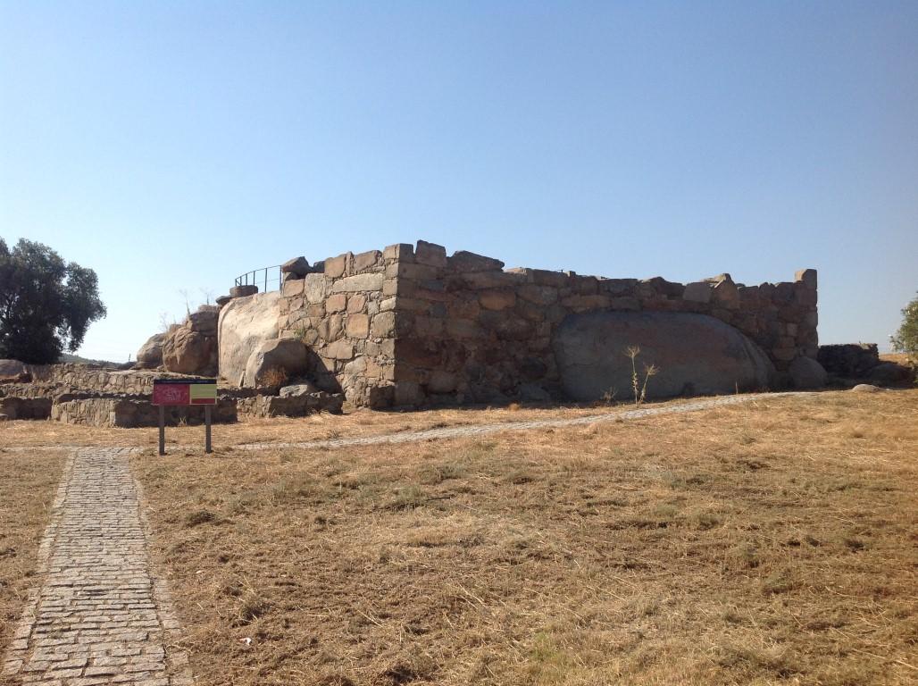 exterior-del-recinto-fortificado-romano-de-hijovejo-arqueotrip-2