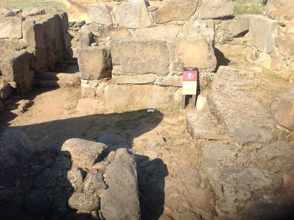 interior-del-recinto-fortificado-romano-de-hijovejo-arqueotrip