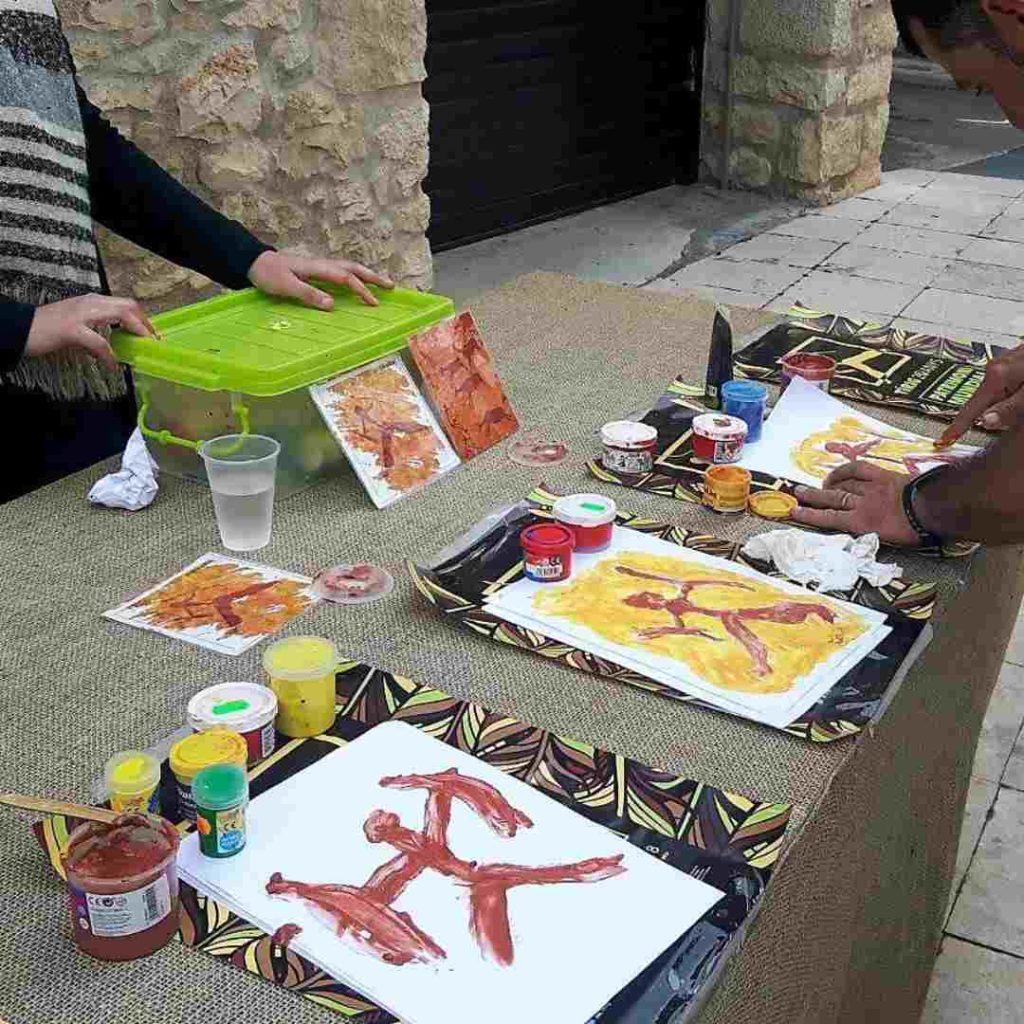 Varios talleres infantiles relacionados con la Prehistoria en Tírig