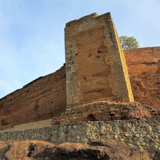 Torre y muralla árabe de Niebla