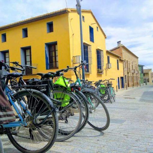 Bicicletas aparcadas en Riba-roja