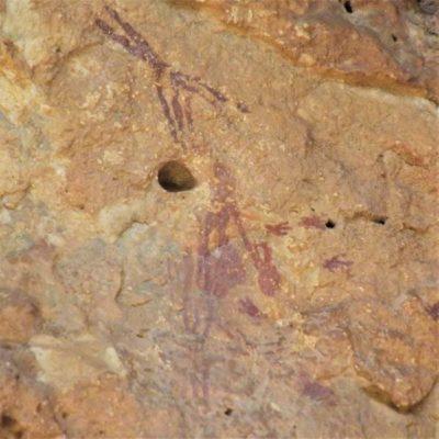 Pintura rupestre de Bicorp recolectando miel