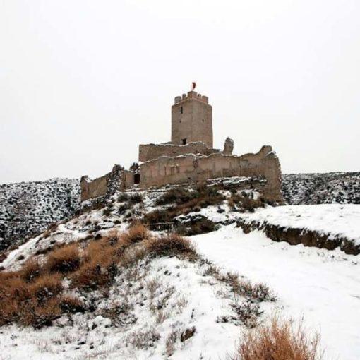 Castillo de Cadrete en invierno nevado