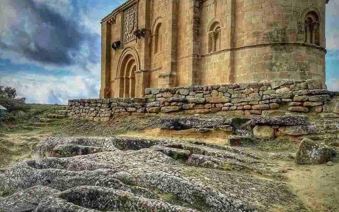Iglesia y necrópolis de Santa María de la Piscina