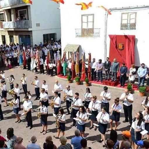 Banda de música en la plaza del pueblo