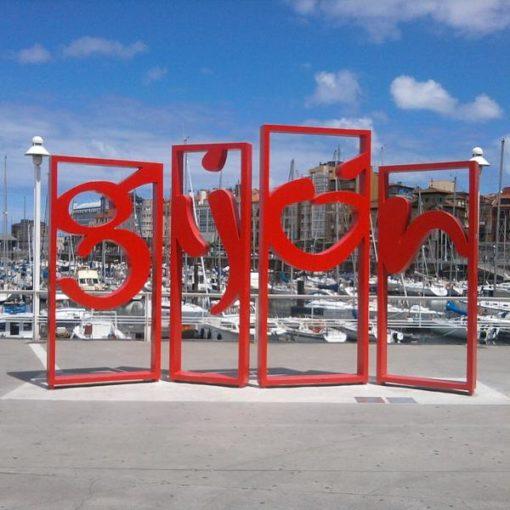 Logo Gijón en el puerto
